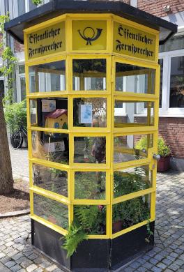 Alte Gelbe Telefonzelle in Bremen
